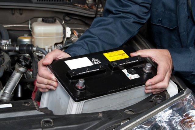 Надо ли заряжать новый аккумулятор автомобиля