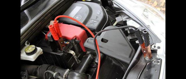 Как прикурить аккумулятор от другой машины