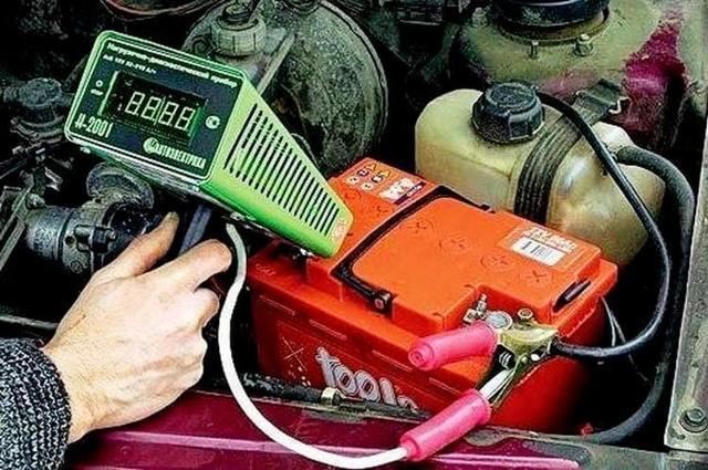 Как проверить аккумулятор автомобиля на работоспособность